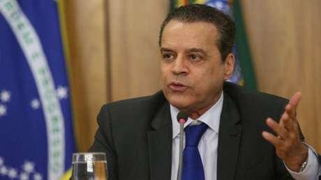 Ministro do Turismo foi o último a pedir demissão; ele é suspeito de ter conta na Suíça