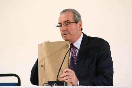 O presidente afastado da Câmara dos Deputados, Eduardo Cunha, concede entrevista coletiva no Hotel Nacional, em Brasília (DF), nesta terça-feira (21)