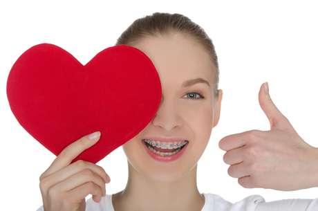 A falta de uma boa higienização bucal não pode causar um infarto diretamente, mas está relacionada com um maior risco de desenvolvimento de doenças cardíacas coronarianas