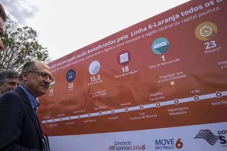 O governador Geraldo Alckmin participa da solenidade que dá inicio às obras de escavação da estação João Paulo I, uma das 15 que irão compor a Linha 6-Laranja de metrô, no canteiro de obras da Freguesia do Ó, em São Paulo (SP), na manhã desta quarta-feira (22)