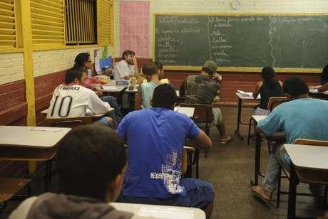 Atualmente, 2,3 milhões, o equivalente a um terço do total de 8,3 milhões de estudantes do ensino médio, estão matriculados no noturno