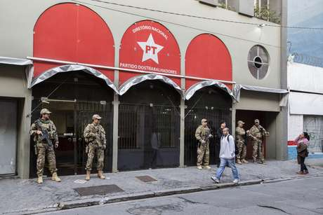 Polícia Federal realiza buscas na sede do PT Nacional em São Paulo (SP), na manhã desta quinta-feira (23)