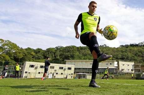 Octávio está sendo emprestado para o time mineiro (Foto: Vitor Silva/SSPress/Botafogo)
