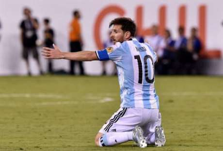 Camisa 10 isolou pênalti e viu Chile faturar o bicampeonato da Copa América (Foto: AFP)