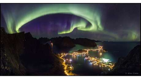 Fotos de paisagens celestes foram selecionados como vencedores do prêmio anual Fotografia da Terra e do Céu - TWAN, na sigle em inglês. Na categoria principal, Alex Conu venceu com sua imagem de uma aurora boreal sobre a região de Lofoten, na Noruega.