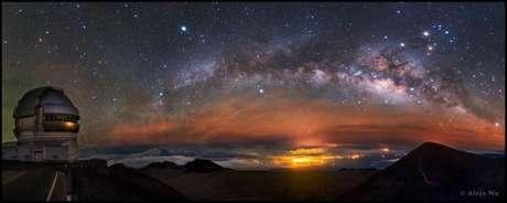 Outro fotógrafo chinês Alvin Wu, levou o prêmio na categoria Luz . O arco ascendente da Via Láctea foi observado em Mauna Kea, no Havaí.