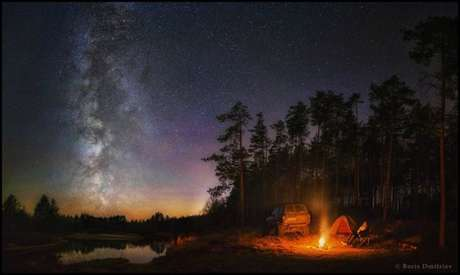 Essa foto de Boris Dmitriev, da Rússia, usa como pano de fundo o céu e a natureza da região central do país.