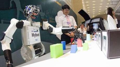 A nova onda de inovação tecnológica, que inclui automação crescente da mão de obra, irá impactar os mercados de trabalho pelo mundo, afirma o Fórum Econômico Mundial