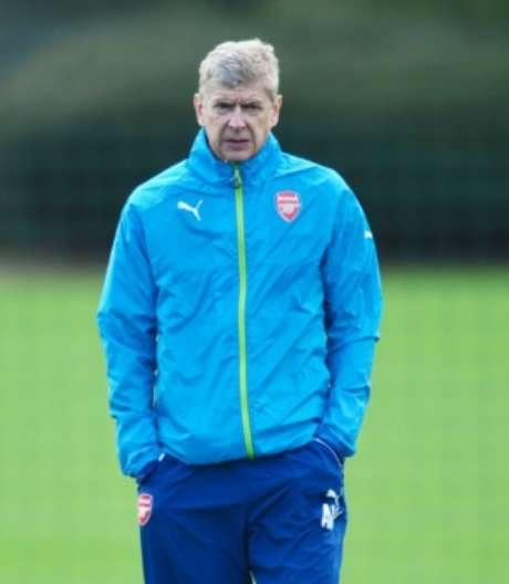 Mas Arsenal não pretende liberar o treinador