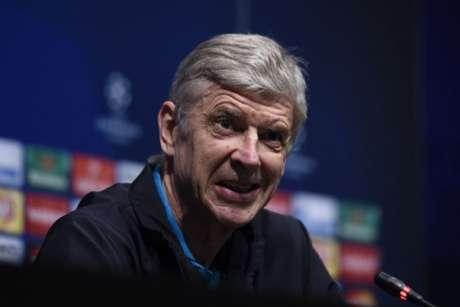 Wenger está no Arsenal e tem mais um ano de contrato