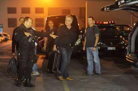 Carlinhos Cachoeira  (centro) voltou ao noticiário político-policial