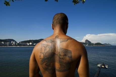 Mais um com o Maracanã, que ainda lançou o Cristo Redentor saindo de dentro do gramado do estádio