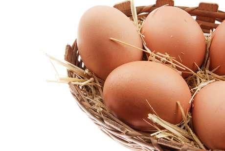Caso a pessoa não tenha muita exposição ao sol, é essencial obter vitamina D através de alimentos como óleo de fígado de bacalhau, ovo, ostras, suco de laranja, atum enlatado, cogumelos, sardinha, salmão, bife de fígado e leite
