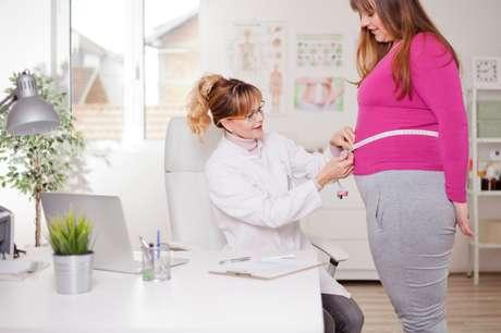O levantamento revela que, no Brasil, o indicador de excesso de peso aumenta com a idade e é maior entre os que têm menor grau de escolaridade.
