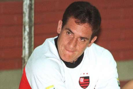 Gamarra, zagueiro de futebol refinado que atuou no clube entre 2000 e 2001