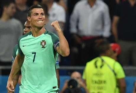 Cristiano Ronaldo disputará pela segunda vez uma final de Eurocopa (Foto: FRANCISCO LEONG/AFP)