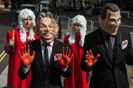 Manifestantes protestam contra decisão de Bush e Blair de ir à guerra