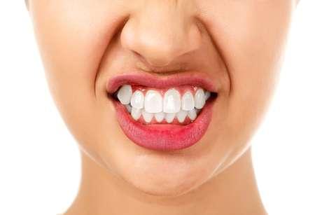 O resultado da pesquisa da aeronáutica mostrou que os dentes são feitos de um material que reage muito bem a grandes pressões evitando rachaduras maiores e quebras