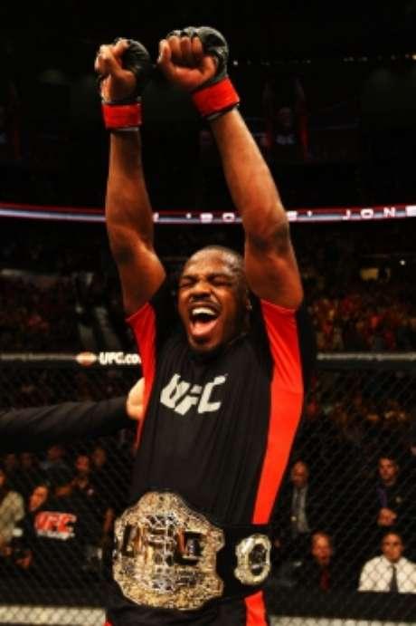 Jon Jones ainda não tem data para voltar a lutar no UFC (FOTO: UFC)