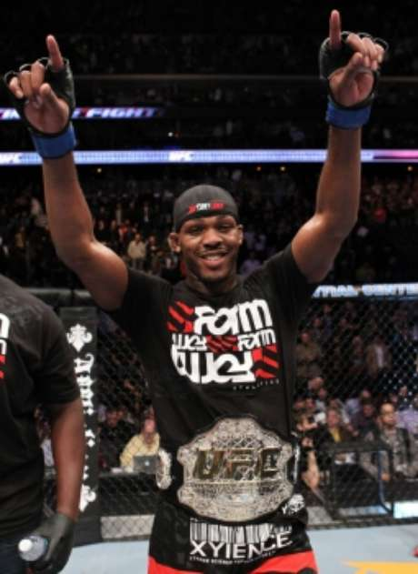 Jon Jones foi o lutador mais jovem da história a conquistar um cinturão do UFC (FOTO: UFC)