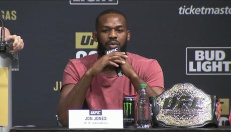 Jon Jones volta ao UFC na edição 200, contra Daniel Cormier (FOTO: Reprodução)