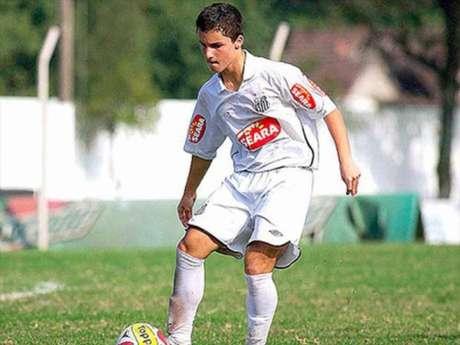 Jean Chera em ação pelo Santos em 2010, com 14 anos