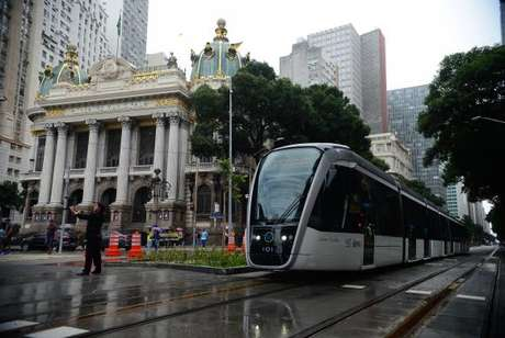 O VLT do Rio já acumula 126 horas de serviço e 851 viagens feitas. Foram percorridos 2.924 quilômetros e transportadas 207.028 pessoas