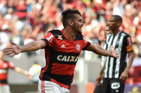 O garoto Felipe Vizeu festeja. Ele acaba de marcar o primeiro gol Flamengo sobre o Atlético MIneiro no Mané Garrincha  (Foto: Andre Borges/AGIF/Lancepress!)