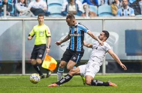 Grêmio x Figueirense: duelo foi válido pela 14º rodada do Brasileiro (Foto: Jeferson Guareze/AGIF/Lancepress!)