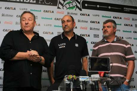 Ida do Figueira para o Z4 custou caro a Eutrópio (Foto: Divulgação / Site Oficial do Figueirense)