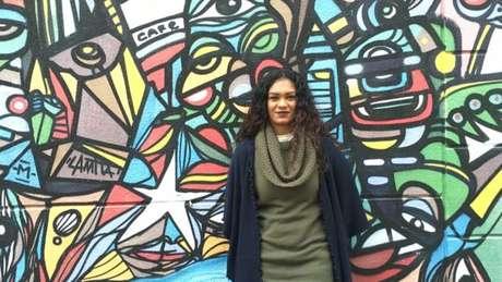 A professora Ane Sarinara usa raps como o de Tarja Preta, Falsa Abolição (Meninas Negras Não Brincam com Bonecas Pretas) para falar sobre racismo