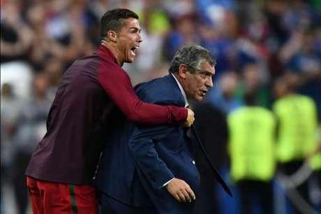 Após título da Euro, Fernando Santos renova com Portugal até 2020