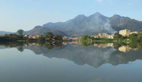 Esgoto de favelas é despejado sem tratamento nas lagoas da Barra da Tijuca