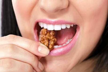 Pode comemorar: amendoins, castanhas, balas, torresmo e espiga de milho estão liberados sem o risco de quebrar algum braquete!