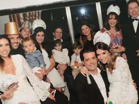 Silvio Santos posa com a família em foto publicada por Patrícia Abravanel nas redes sociais