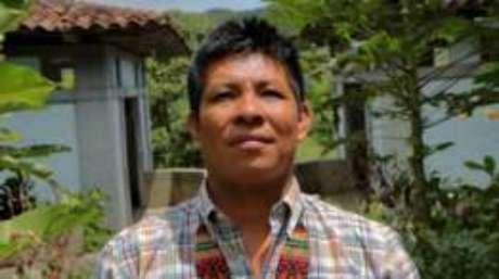 O líder Embera Alberto Guasiruma pede ao Estado colombiano para que a comunidade possa debater o tema internamente.