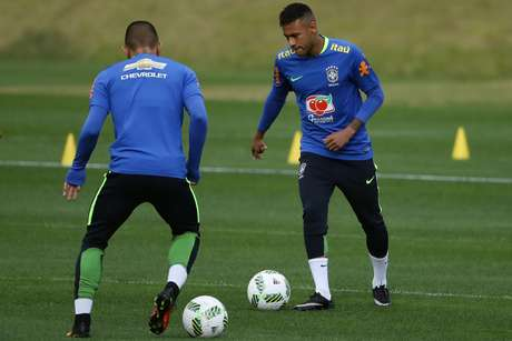 Neymar, jogador da Seleção Brasileira Olímpica de futebol, durante treino na Granja Comary