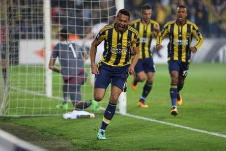 Souza foi vendido para o Fenerbahçe por 8 milhões de euros (R$ 28,8 milhões na cotação atual)