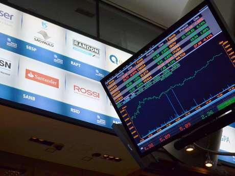 Ibovespa completou dez valorizações seguidas na véspera, na maior série de ganhos desde 2010