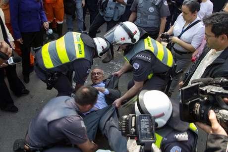 Suplicy apoiava as famílias que se manifestam contra a ordem de despejo na ocupação Terra Pelada, no Jardim Raposo Tavares.