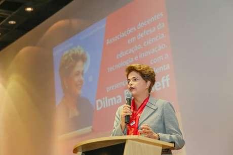 """""""Eu não pretendo participar da Olimpíada em uma posição secundária, porque ela é fruto de um grande trabalho do ex-presidente Lula e do grande esforço do governo federal, que viabilizou a estrutura do Parque Olímpico e da Vila Deodoro"""", disse Dilma."""