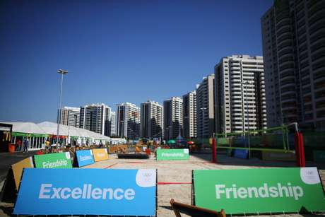 Vila Olímpica, que foi inaugurada recentemente, é alvo de muitas críticas dos atletas estrangeiros que estão chegando para a disputa dos Jogos Olímpicos
