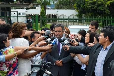 """Segundo Aécio, Michel Temer se mostrou """"muito simpático"""" à proposta de criação da comissão para discutir a recriação da cláusula de barreira e o fim das coligações"""