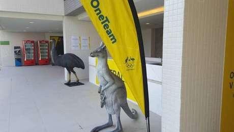 Delegação da Austrália coloca estátua de canguru na frente de quartos após comentário de Paes