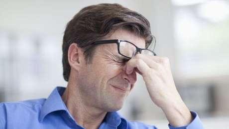 Confusão e debilidade repentinas estão entre os sintomas de miniderrame