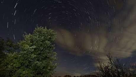 Chuva de meteoros acontece quando Terra cruza órbita de cometa