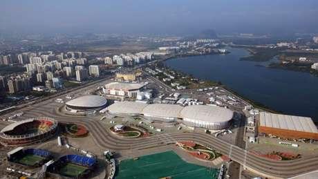 Câmera aérea percorria por cabo boa parte da extensão do Parque Olímpico