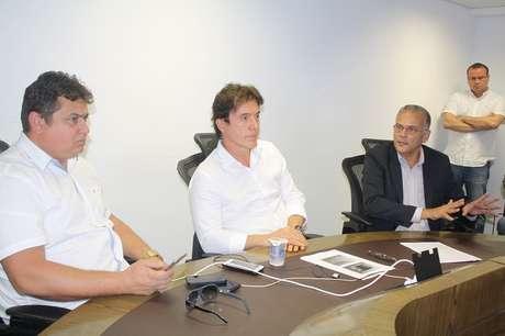 Robson Faria, governador do Rio Grande do Norte (centro), garante que o Estado não recuará no combate à criminalidade