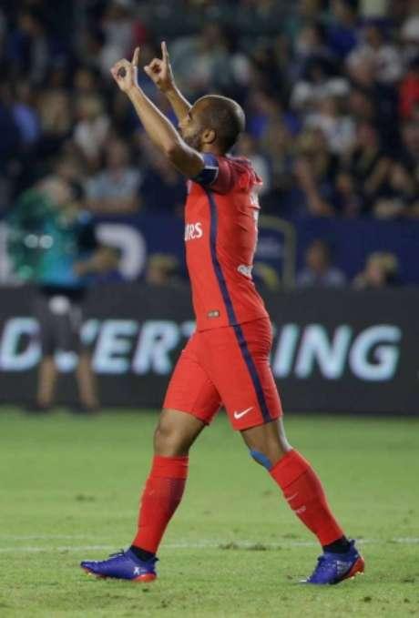 Lucas marcou o terceiro gol do PSG na vitória sobre o Leicester (Foto: AFP)