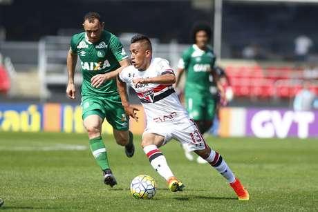 Cueva foi o destaque do São Paulo na reação que garantiu o empate, em casa, após sair perdendo por 2 a 0 para o Chapecoense